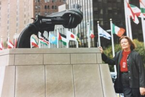 Margaret Reynolds at the UN with sculpture